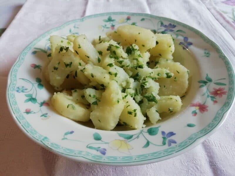 Insalata di patate con prezzemolo