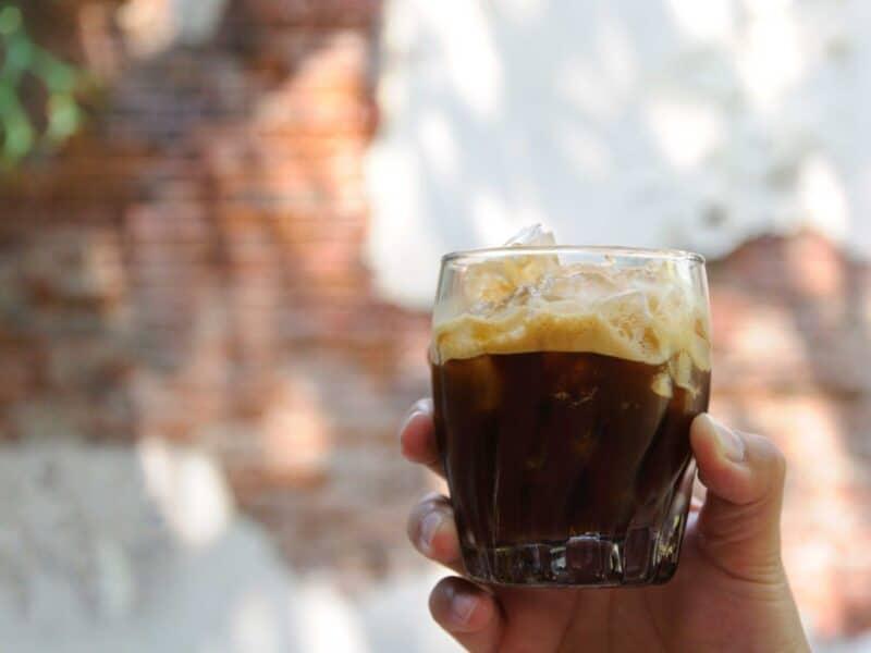 Fare il caffè shakerato senza shaker