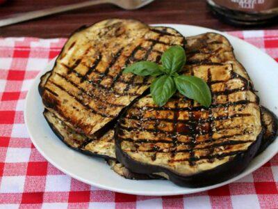 Melanzane grigliate con salsa di acciughe